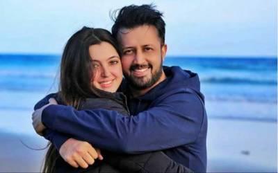 عاطف اسلم کی خوبصورت انداز میں اہلیہ کو سالگرہ کی مبارکباد