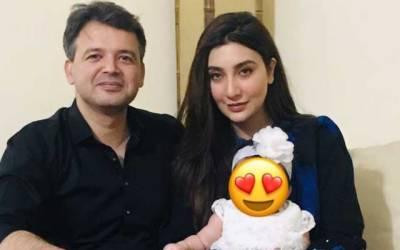 اداکارہ عائشہ خان نے بالآخر اپنی بیٹی کی تصویر شیئر دی