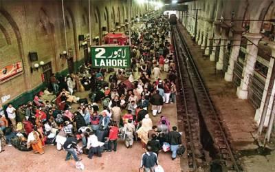 ریلوے نے مسافروں کو خوار کر دیا