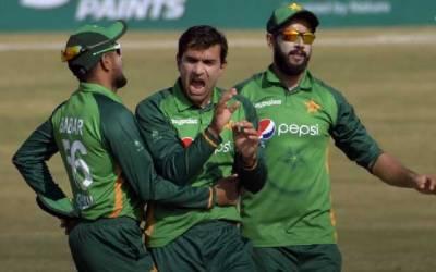 پاکستان نے زمبابوے کو دوسرے ون ڈے میں بھی آؤٹ کلاس کردیا