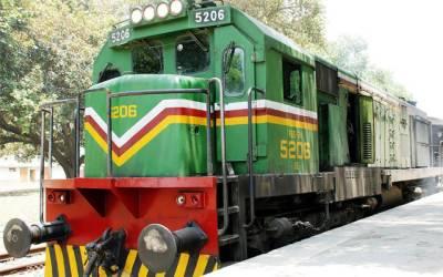 انتظامیہ ناکام، ٹرینیں گھنٹوں تاخیر کا شکار