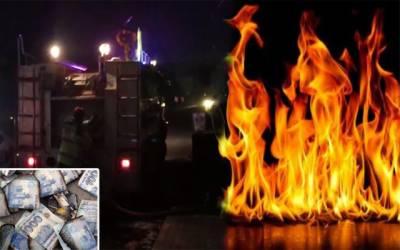 شہر کےمشہور بینک میں آگ بھڑک اٹھی، کیش جل گیا