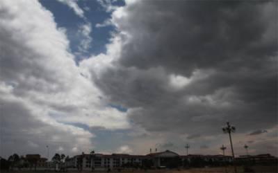 بادلوں نے لاہور کا رخ کر لیا