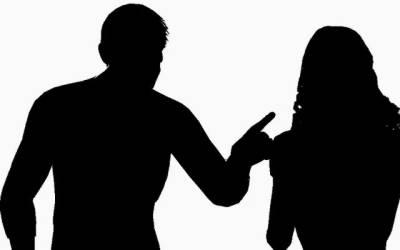 محکمہ تعلیم کے اعلی افسر کوخاتون ٹیچر سے بدتمیزی مہنگی پڑ گئی