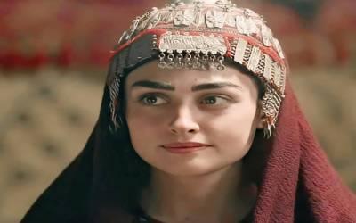 ' 'حلیمہ سلطان' 'نے خود کو ملکہ بنا دیا