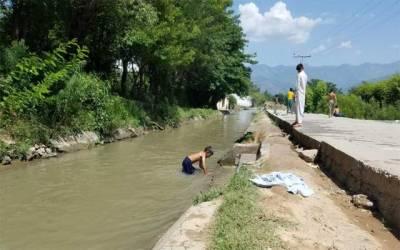 عید کے کپڑے مانگنے پر باپ نے 4 بچوں کو نہر میں پھینک دیا
