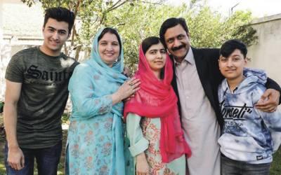 ملالہ کے والدین کی شادی کو کتنا عرصہ ہوگیا؟تصویر وائرل