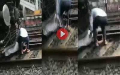 بزرگ شہری ٹرین کے نیچے آنے پر معجزانہ طور پر بچ گیا؛ ویڈیو وائرل