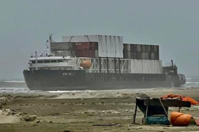 کراچی بندرگاہ پر کارگو جہاز پھنس گیا، لاکھوں ڈالر نقصان کا خدشہ