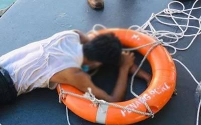 سمندر میں تیر کر مکہ پہنچنے کی کوشش کرنیوالے نوجوان کیساتھ کیا ہوا؟